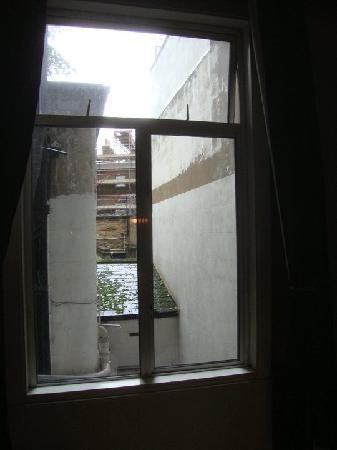 Alexander Hotel London: Questa è la bellissima vista dalla finestra della nostra camera.