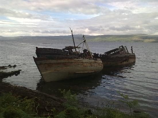 Argyll House: abandoned boats near Salen