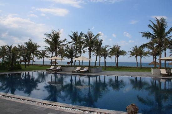 Ana Mandara Hue: The huge pool