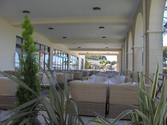 Kipriotis Panorama Hotel & Suites: l'atrio esterno