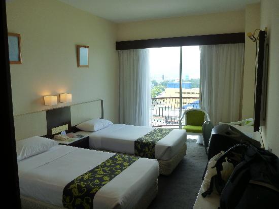 Mega View Hotel: Chambre