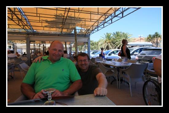 L'eden Cafe: Antoine le patron accroupi
