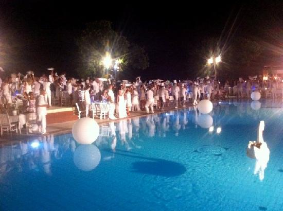 Club Med Kemer Freestyle: soirée blanche