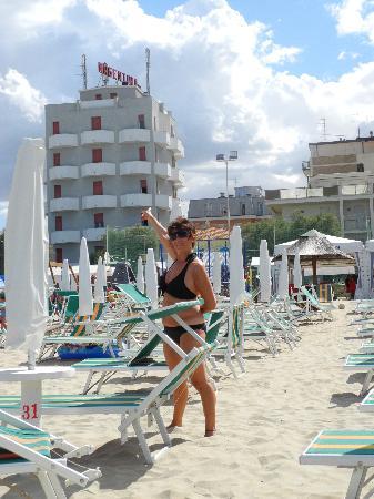 Argentina Hotel: l'Hotel Argentina visto dalla spiaggia