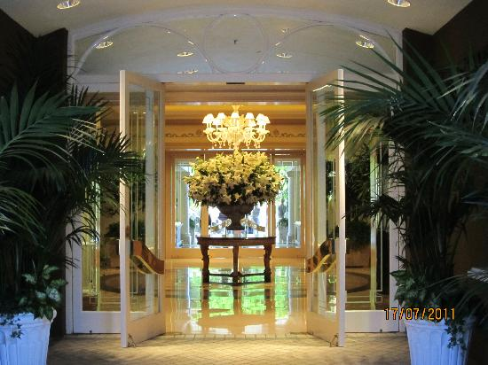 Four Seasons Hotel Los Angeles At Beverly Hills The Front Lobby