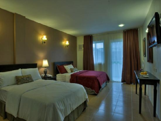 Tagaytay Wingate Manor: Family Poolside Suite