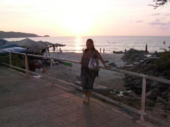 Seven Seas Hotel: promenade bord de mer vers patong