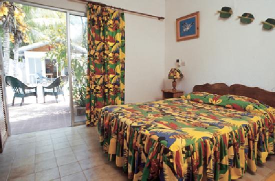 La Cuvette Hotel: the bedroom