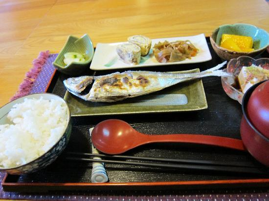 Chiufen Xiaoding Guest House : 非常美味的早餐w 主餐的魚讓人吃完還想再吃一條!