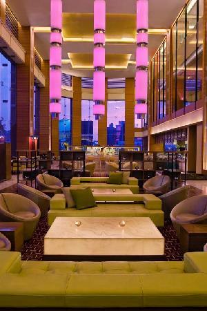 Courtyard Ahmedabad: Lobby