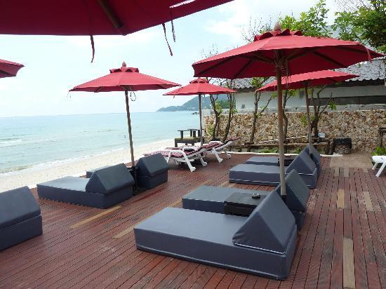 Kirikayan Boutique Resort: Liegen am Pool
