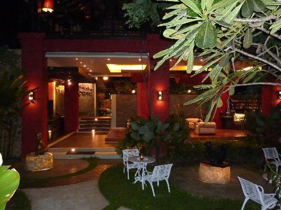 Kirikayan Boutique Resort: Vorgarten, Innenhof