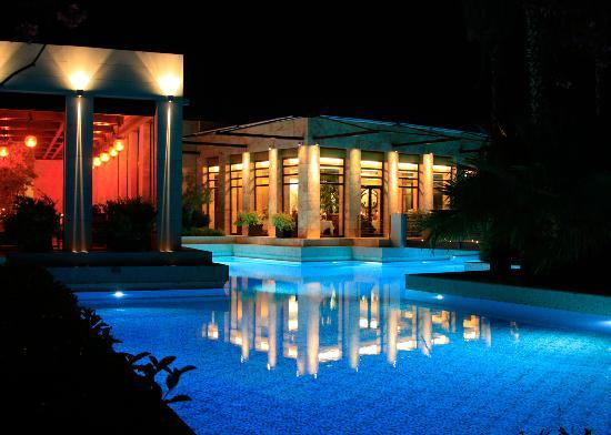 Gloria Serenity Resort: Restaurant at night
