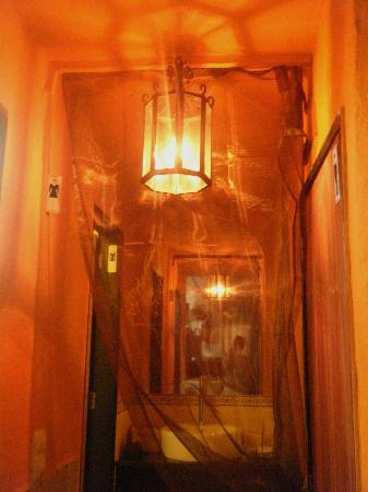 Mullens Restaurant and Bar: Entrance to bathrooms