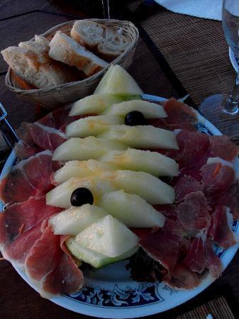Granada Apartments: Melon with Serrano Ham starter - El Puerto