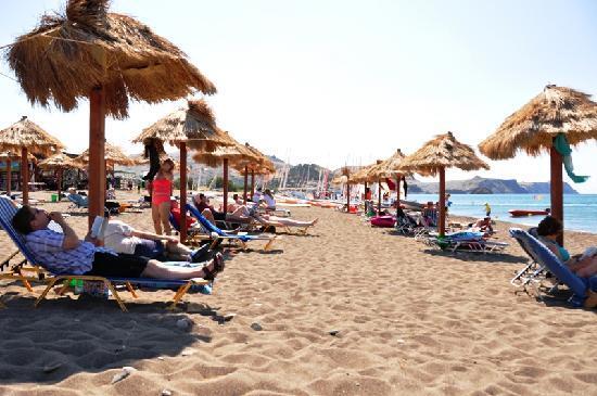 Neilson Aeolian Village Beachclub: Relax on the beach