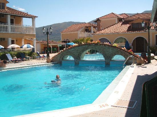 Elpida Hotel: Hotel Pool