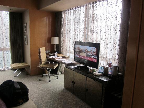 โครวเนพลาซาปักกิ่งเฉาหยางยู-ทาว์น: TV in bedroom