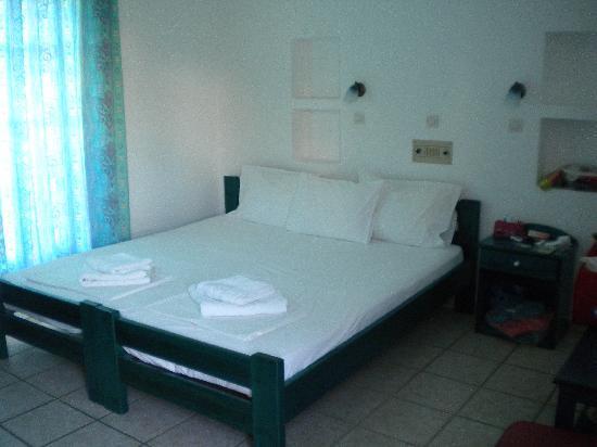 Yialos Ios Hotel: la camera