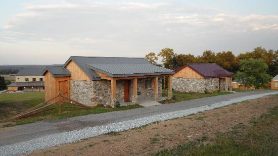 The Lodges at Gettysburg: A couple of cabins behind ours
