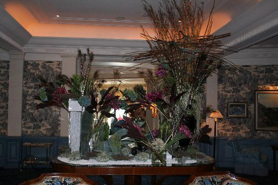 Four Seasons Hotel des Bergues Geneva: Hotel entrance 2