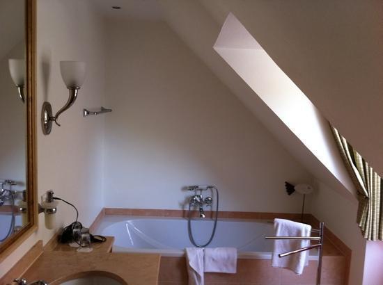 Forsthaus Heiligenberg: das Bad mit Wanne