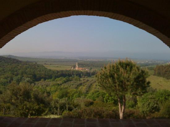 Relais Poggio Ai Santi: View towards the coast