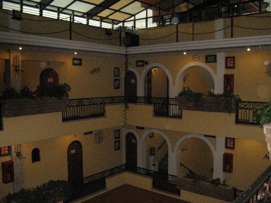Tonala, Mexico: Hotel's central atrium