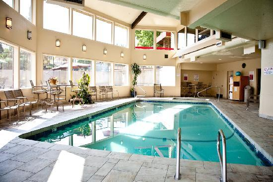 Stratford Inn: Indoor pool and spa