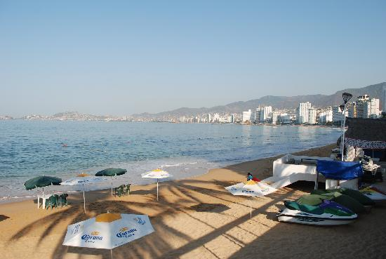 One Acapulco Costera: THE BEACH OF THE HOTEL