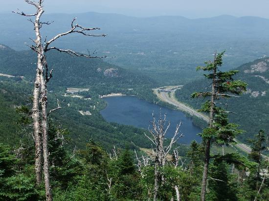 Lovett's Inn: Echo Lake viewed from Cannon Mountain