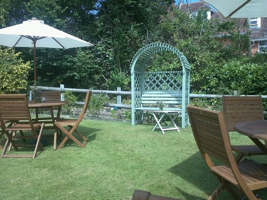 The Secret Garden: romantic seating