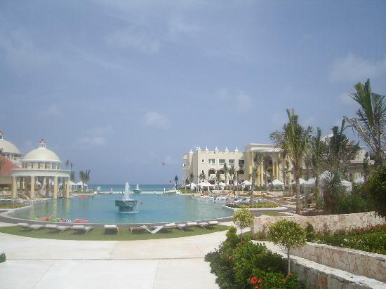 Iberostar Grand Hotel Paraiso: Pool from one dining place