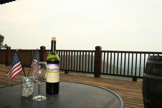 Stone Mountain Vineyards: Unfortunately a bit hazy the day we went