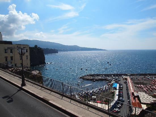 Panorama Palace Hotel: The view towards Sorrento (in the distance) from the road to the Hotel