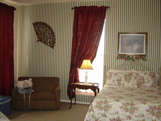 Weaver Inn: our room - the Rose Room