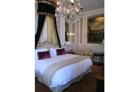The St. Regis Florence: The gorgeous bedroom