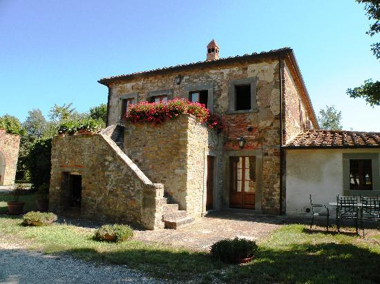 Agriturismo Case Sant'Anna: The guest house apartments up and down as well as at the back