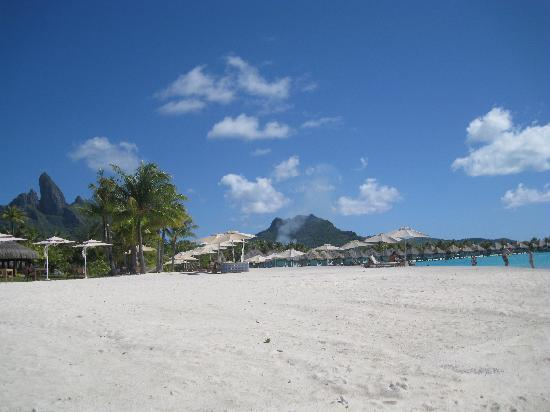 The St. Regis Bora Bora Resort: Beach in front of bar and main restaurant