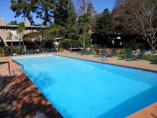 Carmel Valley Lodge: Lovely pool