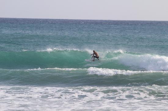 هوكد كاباريت: Waves at Playa Encuentro
