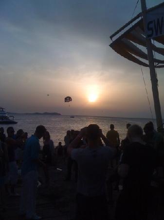 Hostal Roca : the infamous sunset just before swedish house mafia played