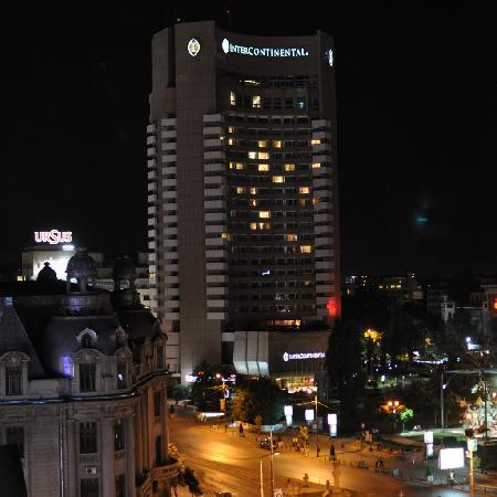 Z Executive Boutique Hotel: Another view from room 801 at night (University square)