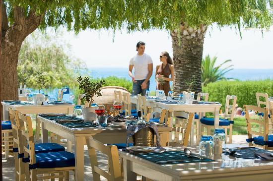 Mediterranean Beach Hotel: Nautica Bistro