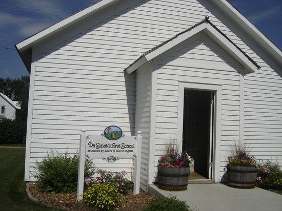 De Smet, South Dakota: original schoolhouse