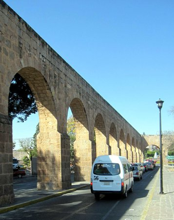 Morelia, Mexico: Another shot of the aqueduct