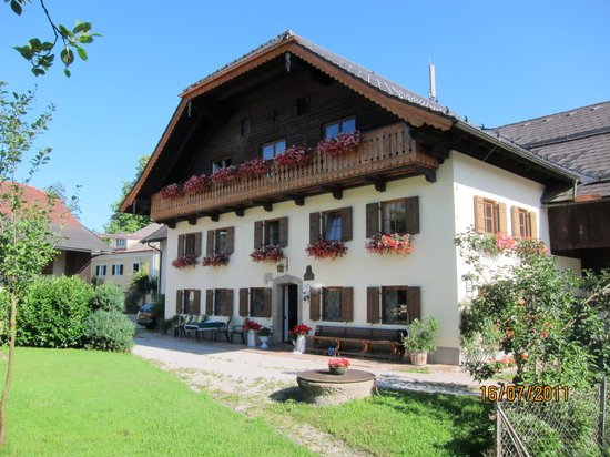 Muendlbauer Anif: view of the B&B