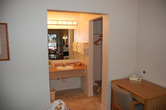 Mill Village Motel: Bathroom Area