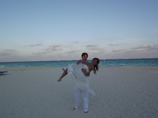 Allegro Playacar: happy couple after their ceremony on the beach