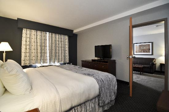 Best Western Plus Woodstock Hotel & Conference Centre: King Premier Suite - King Bed, separate living room with pull out and kitchenette